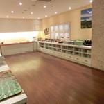Buffet Restaurant ホテルマイステイズ横浜 - 客席とは別にあるバイキングのお料理台。お腹いっぱい召し上がれ!