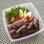 如月 - イチボ肉はほどよい噛み応えと旨味を感じますし、150gありますのでボリューム的にも十分。 特製ソースが、とてもいい味わいでした。このソース、販売されないかしら。