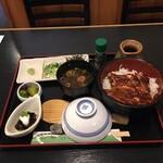 魚房 - 料理写真:鰻どんぶりひつまぶし¥990