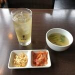 132196201 - セットのスープ、キムチ、ナムル