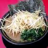 家系ラーメン王道 いしい - 料理写真:ネギラーメン 930円込
