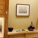 132202280 - 鈴木大将の故郷、静岡の茶畑と富士山の絵