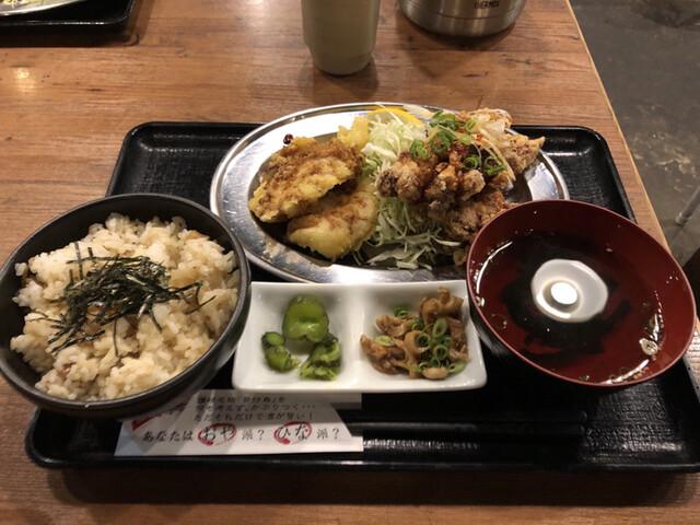 釜焼鳥本舗おやひなや 西新宿店の料理の写真