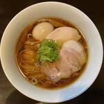132210988 - ・醤油 味玉らぁ麺 950円/税込
