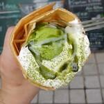 HONEY BEE CREPE Tokyo - 真ん中は抹茶アイス