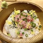 菜な - 手桶寿司はネギトロです