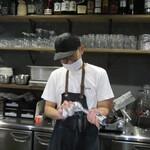 肉×野菜バル WTe - 店長の吉川氏 掲載承諾済み