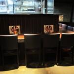 もつ鍋と馬刺し 馬肉寿司 居酒屋 九州小町 個室 飲み放題 - 店内の様子。 カウンター席。     2020.06.26