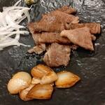 ステーキハウス磐梯 - 食べやすくカットしてくれます