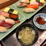 鮨三楽 - 料理写真:大入り寿司1100円