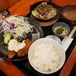 お食事処 笑福茶屋 - 白身魚フライと焼肉定食