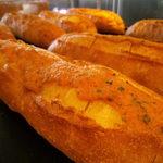トツゼン ベーカーズ キッチン - 博多かねふくの明太子がたっぷり。大人気の明太フランス。