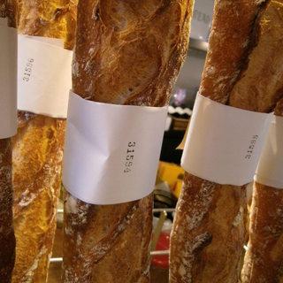 トツゼン ベーカーズ キッチン - 料理写真:伝統のバゲットトラディション。シリアルナンバー付。特別な日にもおすすめ。