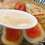 暗黒中華そば 雷電 - スープ
