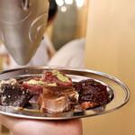 マグロ大使 - マグロ焼肉おまかせ盛り(テール、アゴ肉、ハチの身、ハツ)
