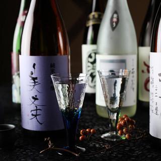 【利酒師厳選】全国の蔵元より旬の日本酒を取り揃えております。