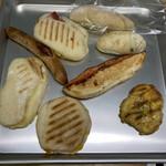 チアアップ - 料理写真:これで1150円。パニーニ、明太子、きなこなど。