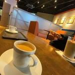 サンマルクカフェ&バー - サンマルクカフェ&バー@ユニバーサル・シティウォーク店 ホットコーヒー 横から