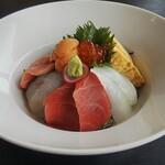 海辺のリゾート 碧い海 - 海鮮丼 2.700円