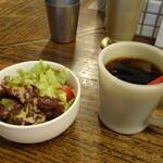 茄子おやじ - ランチセットのプチサラダ&アイスコーヒー