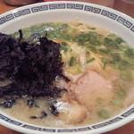 13227435 - 長浜ラーメンらしい大胆な味で、キュッと締まったストレートな味が麺を食わせる