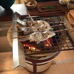 Tokosesoba - 生きたまま焼くので最初の方は暴れてます^^