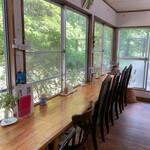 絶景カフェ ぽっぽ - 窓際のカウンター席のみ