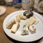 バー ラギュ - チーズ盛り合わせ