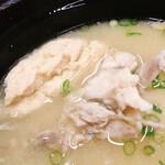 さかな屋すし 魚健 - あら汁セット 350円(単品250円) サラダ 漬物 デザート付き