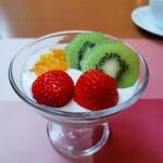 Koji - 2日目はフルーツをきれいに飾ることができた(*゚ー^)