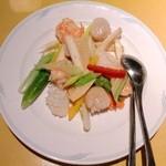 13229352 - 炒三鮮(海老・イカ・貝柱と季節野菜の炒め) \1,575