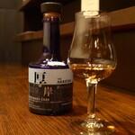 洋酒場 羽月 - シングルモルト「厚岸」北海道ミズナラ(ハーフ¥1100)。香りには甘さがあるが、後味にはピリリと刺激が残る