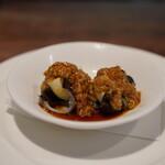 開化亭 - 三河鳥貝と太瓜と皮蛋の胡麻ソースかけ
