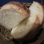ビストロ・ド・バーブ - 自家製パン 美味!