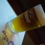 串花 - ビールで乾杯。