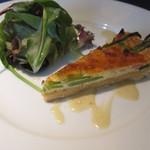 13230909 - 春野菜のキッシュ フォンデュータソース サラダ添え