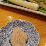 串あげ太郎 - 味噌より...お塩下さーい
