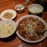 鍋家 - 料理写真:四川風麻婆豆腐