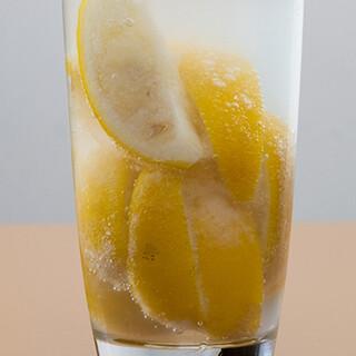 本家であり元祖!素揚げやが生んだ「凍結系レモンサワー」を!!