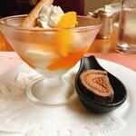 Koji - バニラアイスクリームとオレンジソース