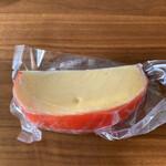 アンジョリーノ - セミハードタイプのエダムチーズ。