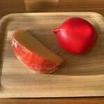 アンジョリーノ - どちらもルージュのワックスに包まれているゴーダチーズです(о´∀`о)
