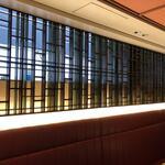天厨菜館 - ホール、個室は高窓での定期換気