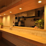 キッチンカフェ ほっぷ - 木のぬくもりが温かいカウンター