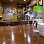 イモチャン - 水と店内光景。