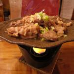 いろり - 豚のミックスホルモン陶板焼き