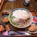 石嶺食堂 - ゆし豆腐そば ソーキ追加 いなりも追加
