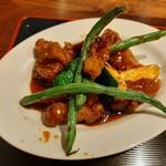 Mashinoken - ブリッと弾力がありジューシーな豚肉や元気いっぱいの旬の初夏野菜に、まろやかな酸味でコク深い黒酢あんがからむ!初夏野菜の黒酢酢豚