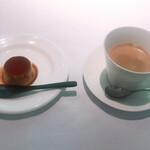 エルルカン・ビス - ココナッツ入りプリンとコーヒー