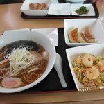 城華 - ラーメン半炒飯セット(餃子3個付き)900円